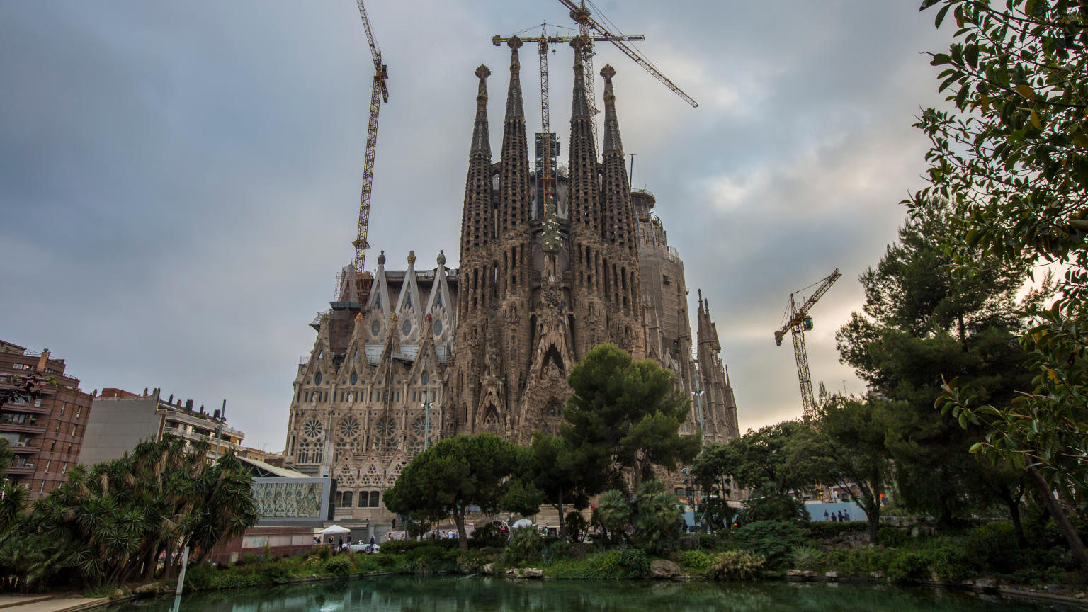 Spain-Barcelona-La-Sagrada-Familia-Cathedral