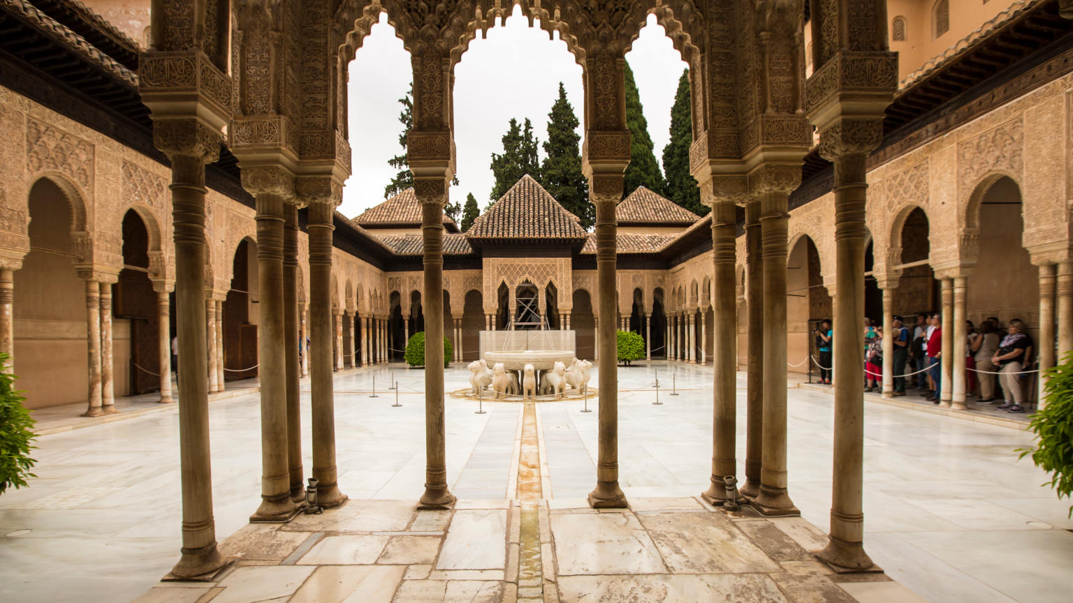 Spain-Granada-Alhambra-Palace-Courtyard