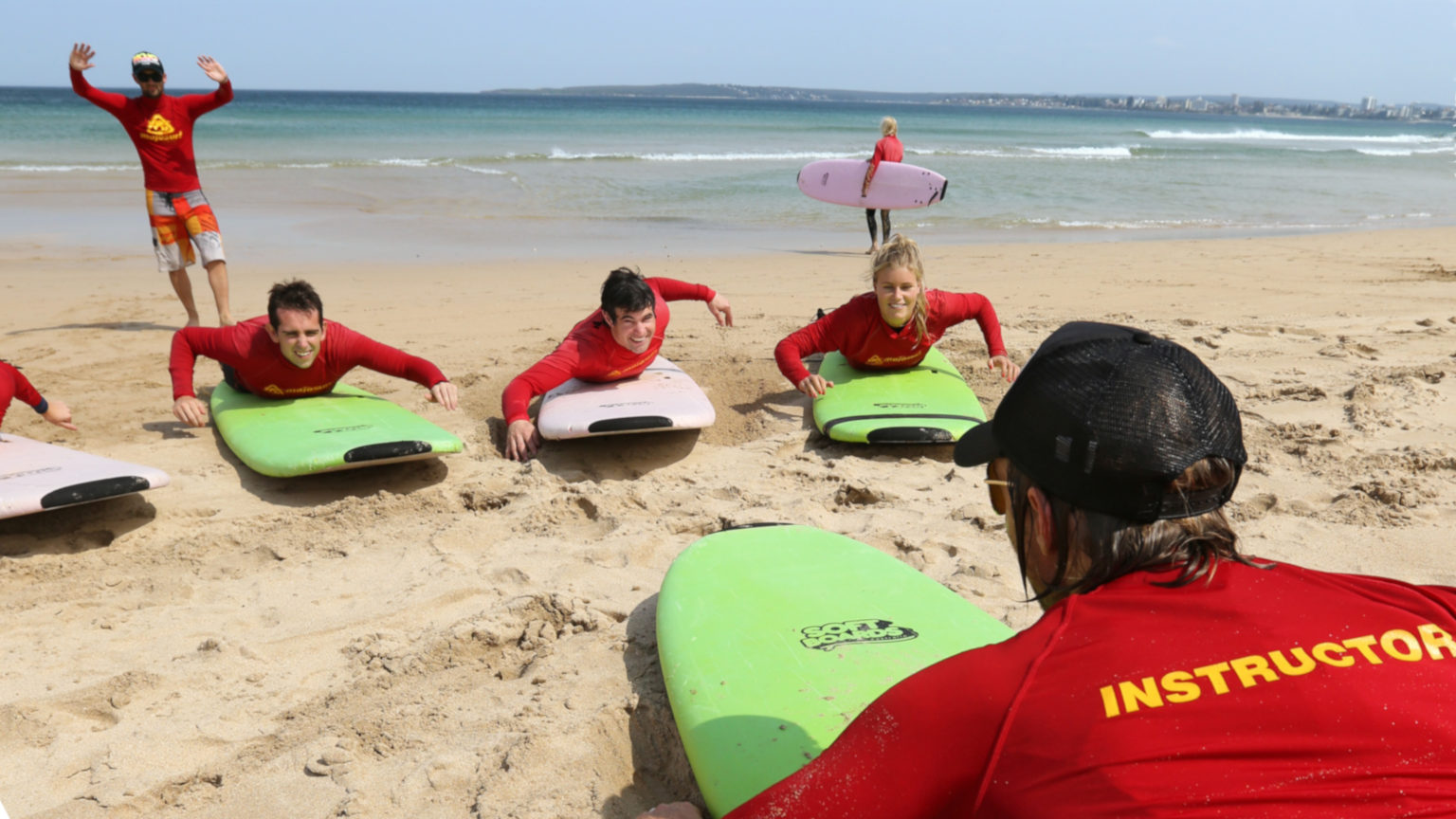 Australia-Sydney-Surf-Lessons-Travellers-Group-Instructor-Leo-Tamburri-cropped