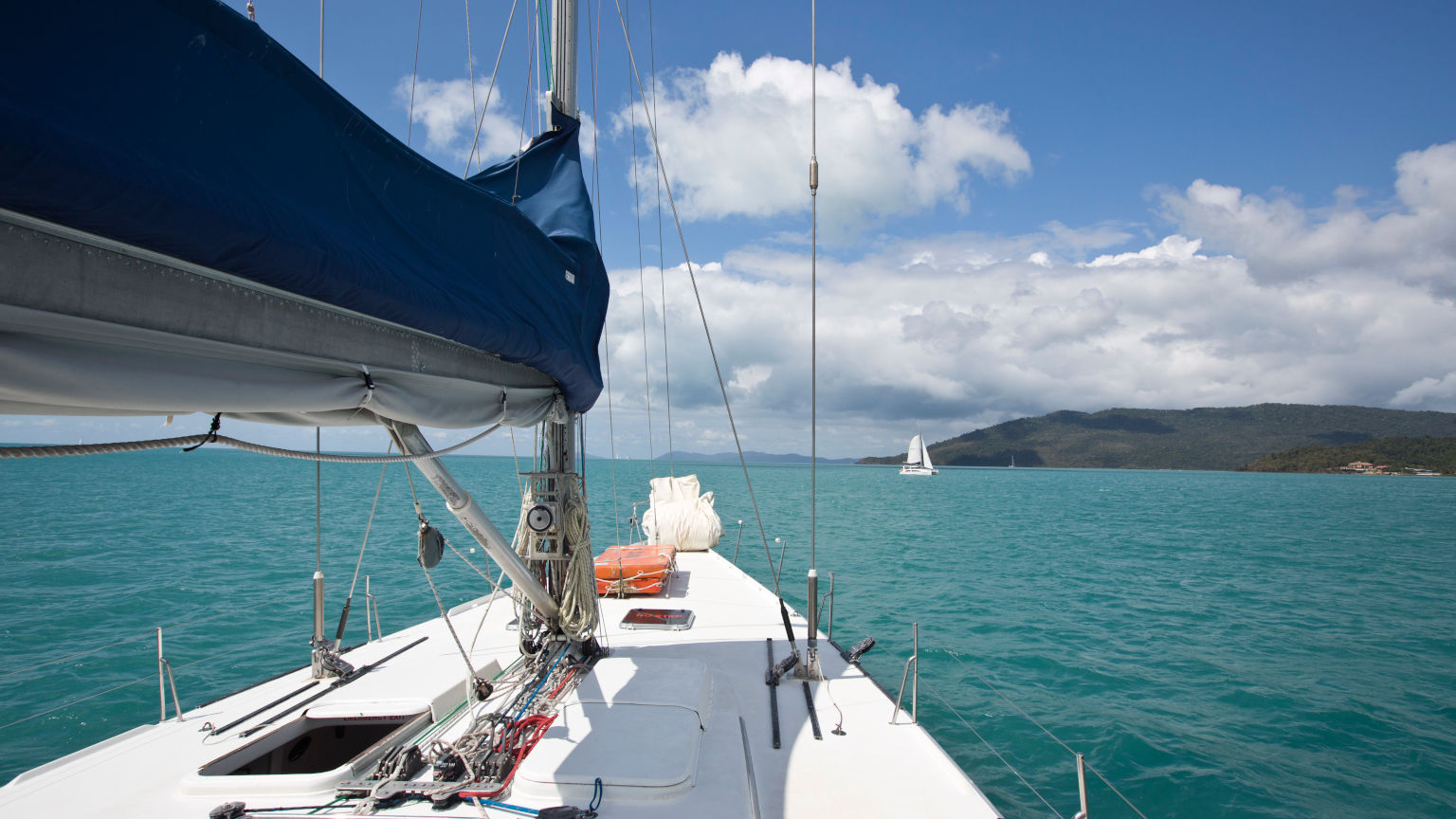 Australia-Whitsunday-Islands-Sailing-Landscape-Leo-Tamburri